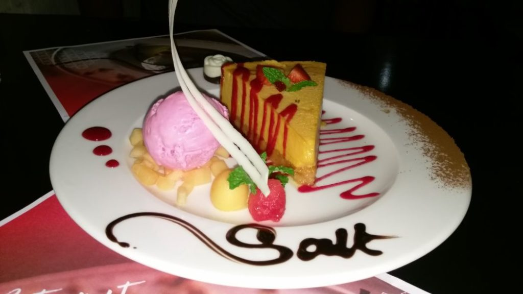 mango cheese cake with ice cream